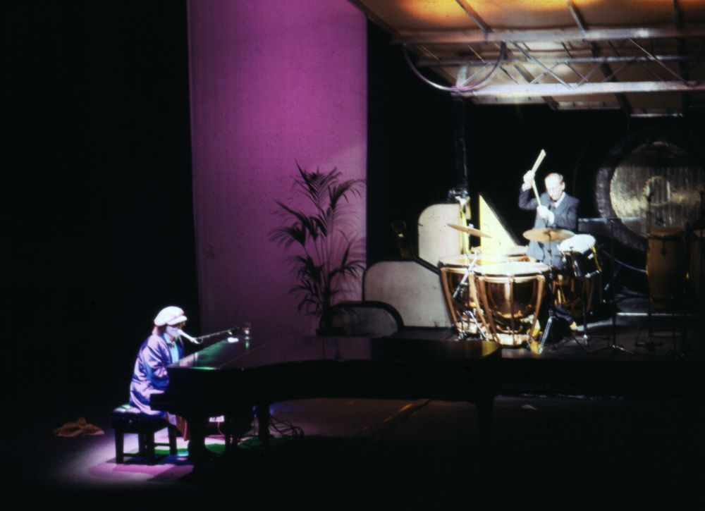 Elton and Ray performing 'Better Off Dead'.