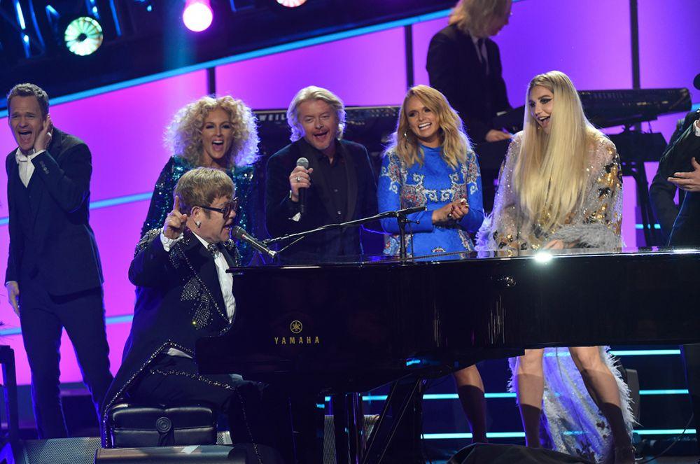 Elton with (l-r): Neil Patrick Harris, members of Little Big Town, Miranda Lambert and Kesha.
