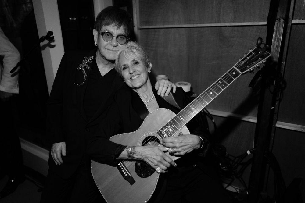 Elton and Joan Baez at the EJAF Summer Ball. (Photo: Greg Williams)