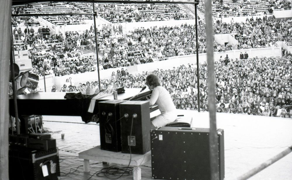 Elton performing at Kooyong Stadium in Melbourne on October 24, 1971 (Photo: ©JANDS Pty Limited)