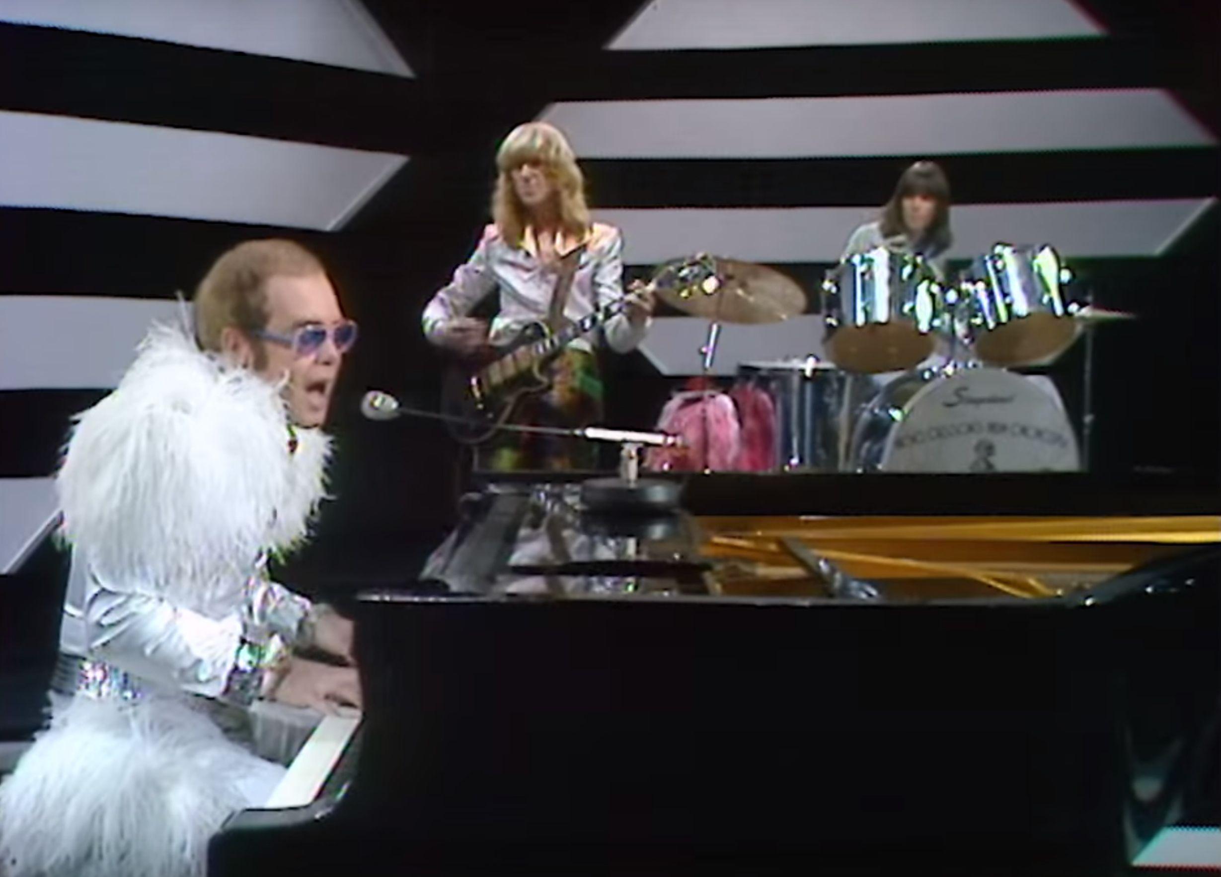 Elton John Step Into Christmas.Watch A Rare 1973 Performance Of Step Into Christmas