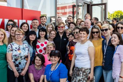 Elton visits Ukraine and Armenia to address the fight against AIDS